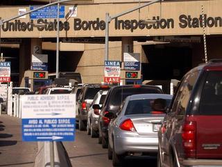 U.S.-Mexico-border-crossing-18786574.jpg