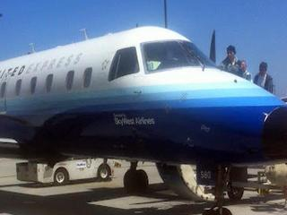 parolee-sneaks-on-united-express-plane-052912-31129097.jpg