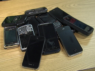 Robbers take boxes of cell phones at gunpoint