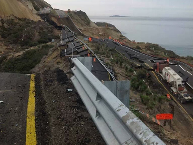 Tijuana-Ensenada-toll-road-collapse_1388