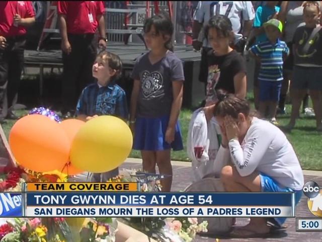 Fans mourn loss of San Diego Padres legend Tony Gwynn