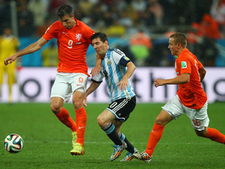 Argentina beats Netherlands to get to WCup final