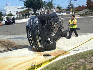 At least 4 hurt in 3-vehicle wreck in La Jolla