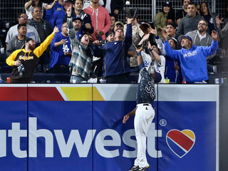 Padres set mark for futility in loss to Dodgers