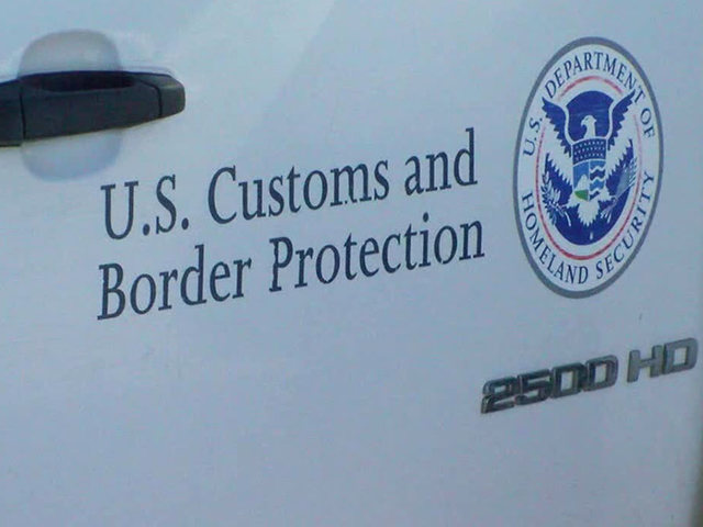Smugglers bribed U.S. customs officer at border with cash, sexual favors