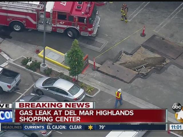 Gas leak evacuates Carmel Valley shopping center