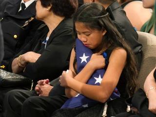 Emotivo último adiós a oficial asesinado