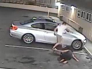 Se entregó captado en video golpeando a mujer