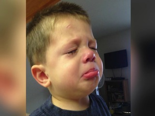Mom says 'tear-free' shampoo burned son's eyes