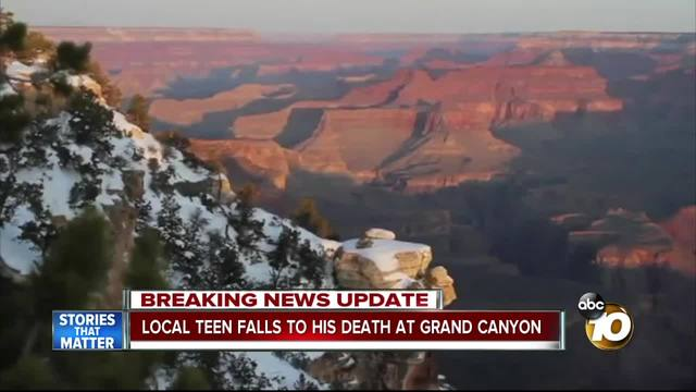 grand canyon tourists with Grand Canyon Skywalk Death on Tremendous 10 Walkways Of The World besides Things To Do In Dubai as well Trail Ridge Road as well How Many Visitors To Grand Canyon furthermore Parco Nazionale Forestale Di Zhangjiajie.