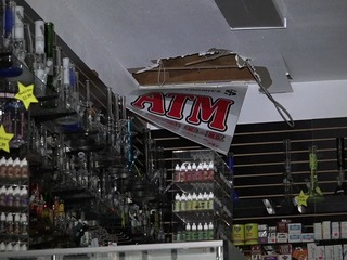 Police: Man cuts hole in roof to get into shop