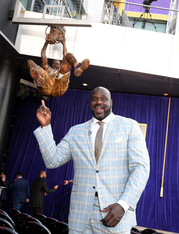 Los Angeles revealed 9-foot statue of Shaq