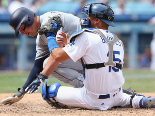 Dodgers overpower Padres 10-2