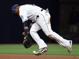 Padres lose 5th straight, fall 11-2 to DBacks