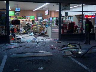 Driver smashes car into 7-Eleven, drives away