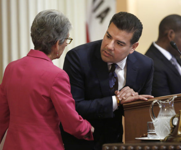 California lawmakers vote for earlier primary elections