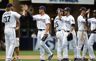 Padres sweep Cubs, win 4th straight game
