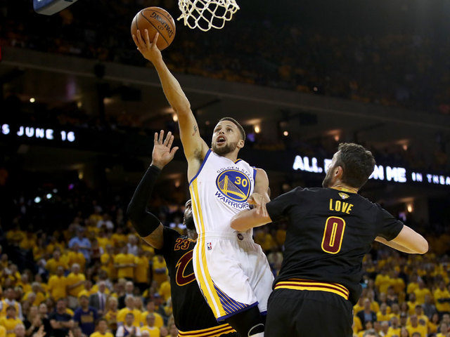 Stephen Curry got away with a double dribble against LeBron James
