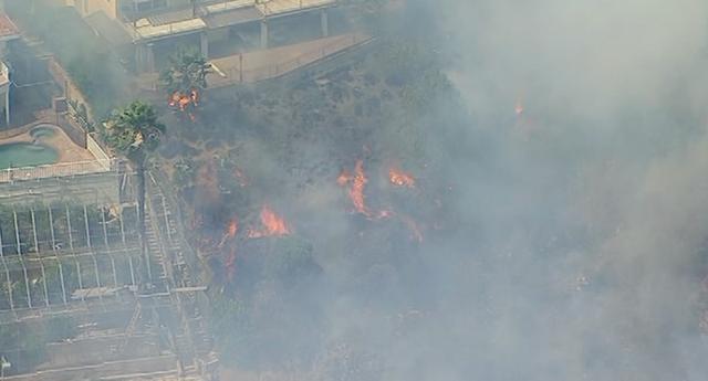Brush fire burning close to Burbank homes