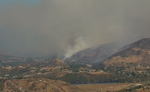 Jennings fire blackens 300 acres, triggers evacuations, closes portion of I-8