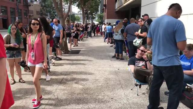 Long lines for Comic-Con outside experiences