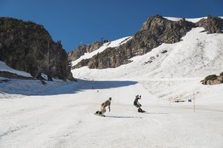Mammoth ski season to end in August