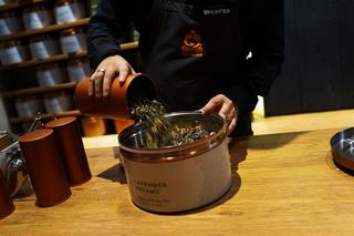 Starbucks to close struggling Teavana chain