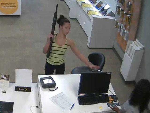 Woman uses long gun to rob North Carolina Sprint store