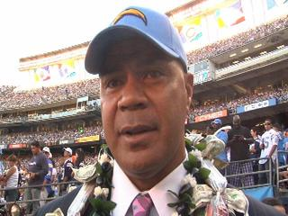 Junior Seau at Qualcomm-10933