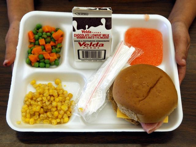 cafeteria lunch food School lunch has never been the stuff of foodie dreams i'm still haunted by the memory of my elementary school cafeteria's brain pizza – a lumpy oval thing topped with fleshy white strips of.