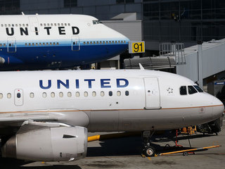 United Airlines grounds domestic flights