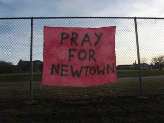 Pray for Newtown sign-10933