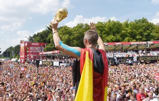GALERÍA: Reciben con honores al campeón en...