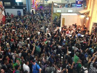 'Walking Dead' mania: Cast gets mobbed at #SDCC