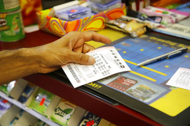 More than $400 million jackpots tempt Mega Millions, Powerball players