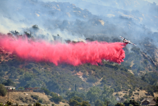 Massive 400-acre California fire threatens homes
