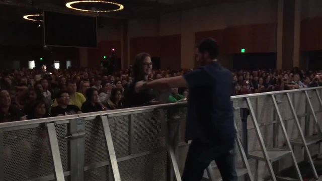 Lucky fan has -Once Upon a Time- star encounter at San Diego Comic-Con