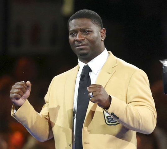 Tears run down the face of LaDainian Tomlinson as he reacts to the crowd  after receiving his gold jacket during the Pro Football Hall of Fame  Festival ... 11ea823af