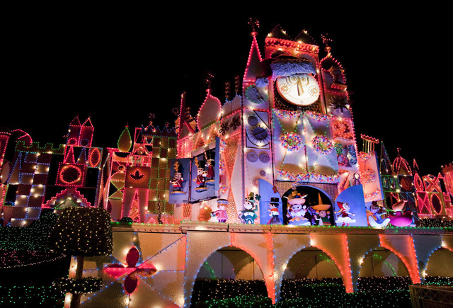 the disneyland resort is a magical place for creating holiday memories with family and friends holidays at the disneyland resort nov 10 2017 through