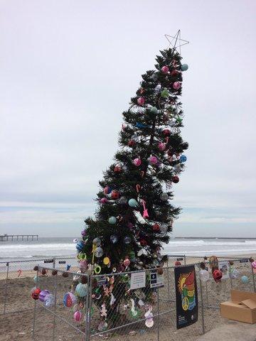 ocean beach tree creates holiday centerpiece around citys uniqueness - Beach Christmas Tree