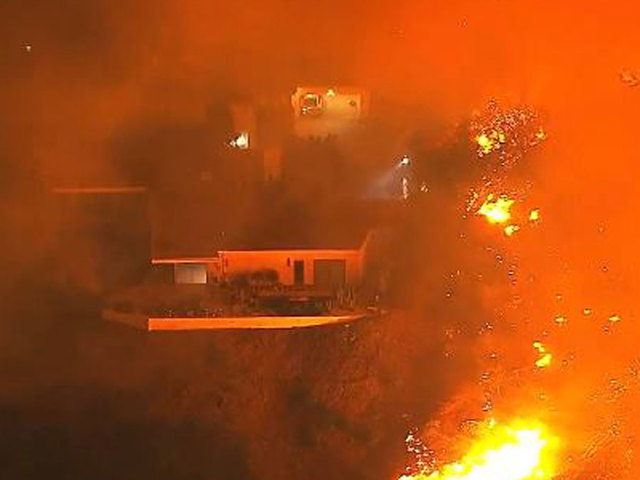 Massive wildfire rages above Sylmar: Leave your homes now!