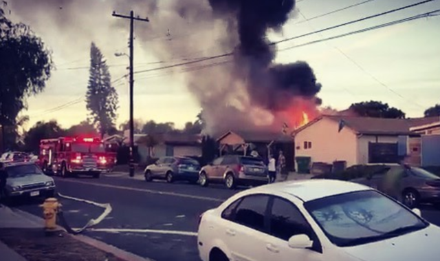 2 dead after small plane crashes into San Diego home