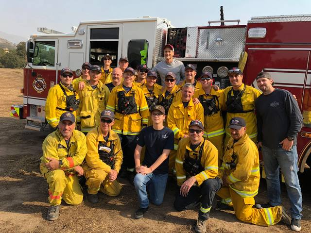 Rob Lowe shows his gratitude to Southern California firefighters during wildfires