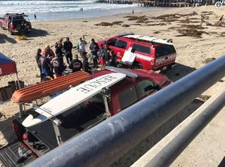 Search for man who fell off Crystal Pier