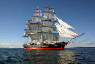 Stad Amsterdam ship to dock near Star of India