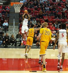 Bench propels Aztecs to win over Wyoming