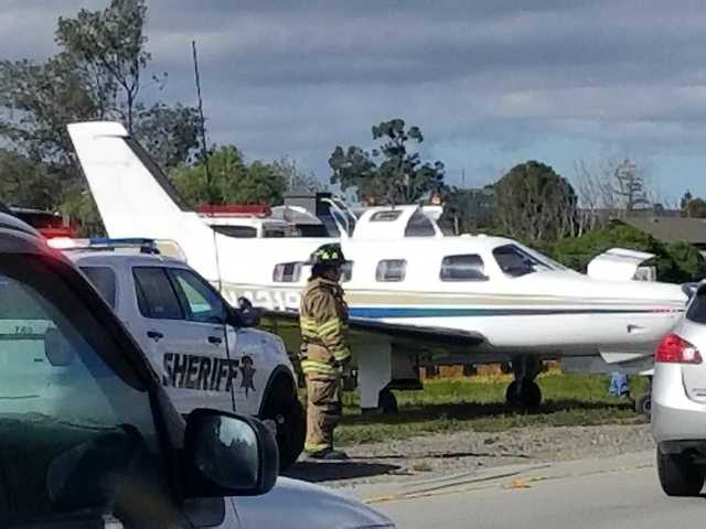 Small plane lands on Highway 101 in Morgan Hill