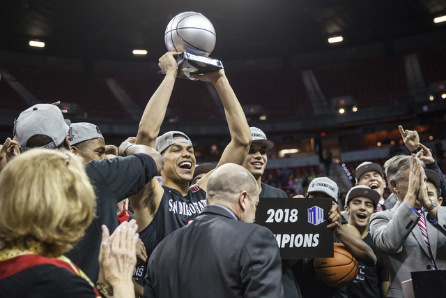 Lobos thump Utah State, to play for Mountain West title