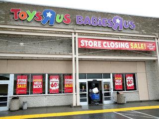 Toys 'R' Us liquidation sales delayed