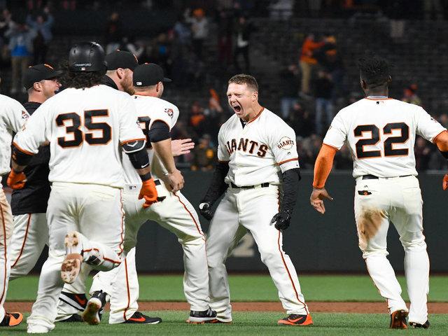 Hosmer's homer pushes Padres past Giants